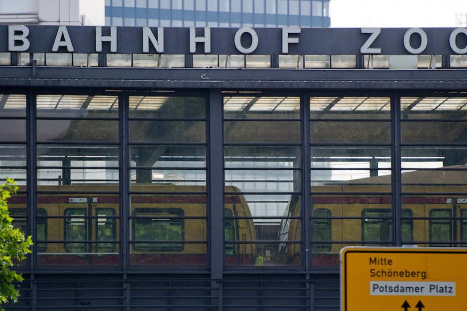 Am Berliner Bahnhof Zoo passierte der unfassbare Vorfall. (Symbolbild)