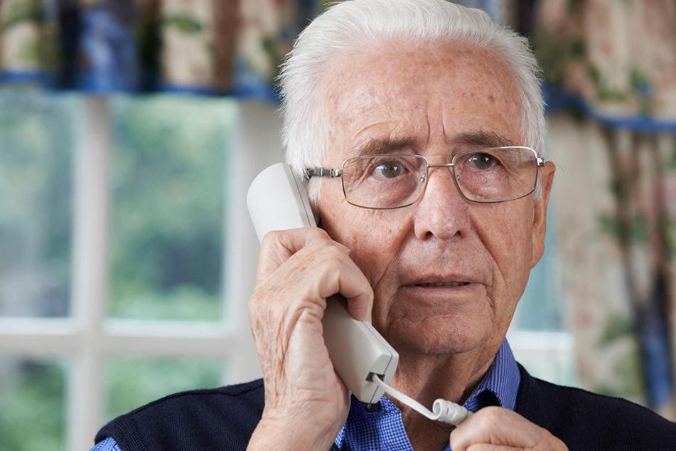 Ein 81-Jähriger sollte Geld für seinen kranken Sohn bezahlen. Der Rentner durchschaute den Trick. (Symbolbild)