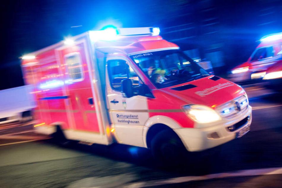 Der 60-Jährige wurde schwer verletzt in ein Krankenhaus gebracht. (Symbolbild)