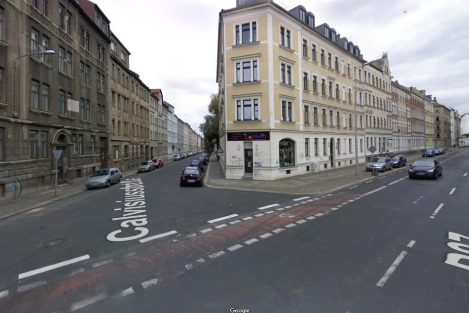 Der Täter flüchtete ohne Beute in die Calvisiusstraße in Richtung Georg-Schwarz-Straße.