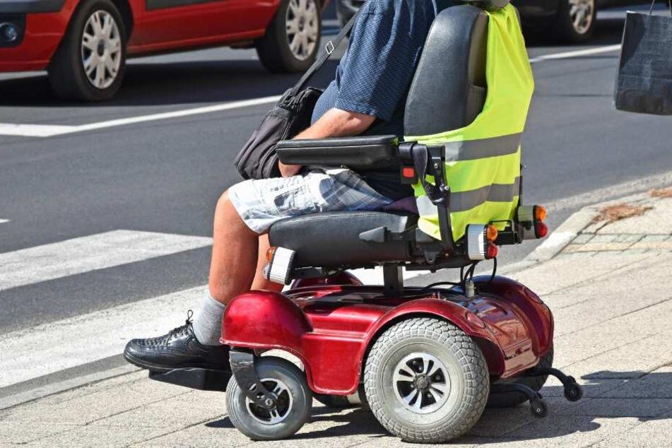Mit einem elektrischen Rollstuhl kippte der Mann um. (Symbolbild)