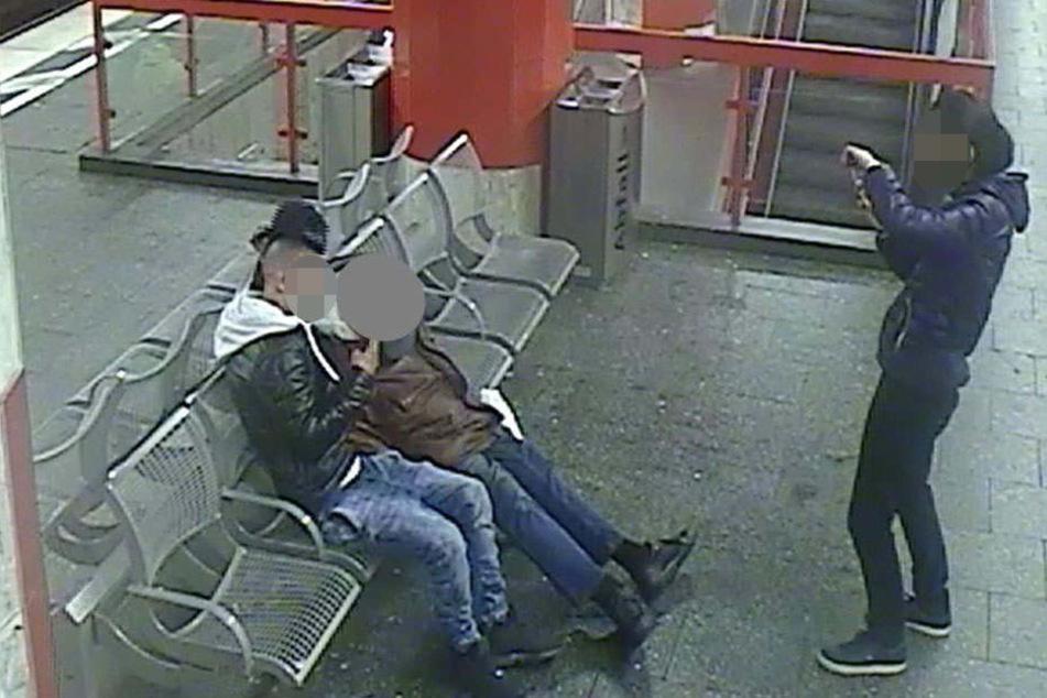 Die beiden Tatverdächtigen wurden inzwischen festgenommen.