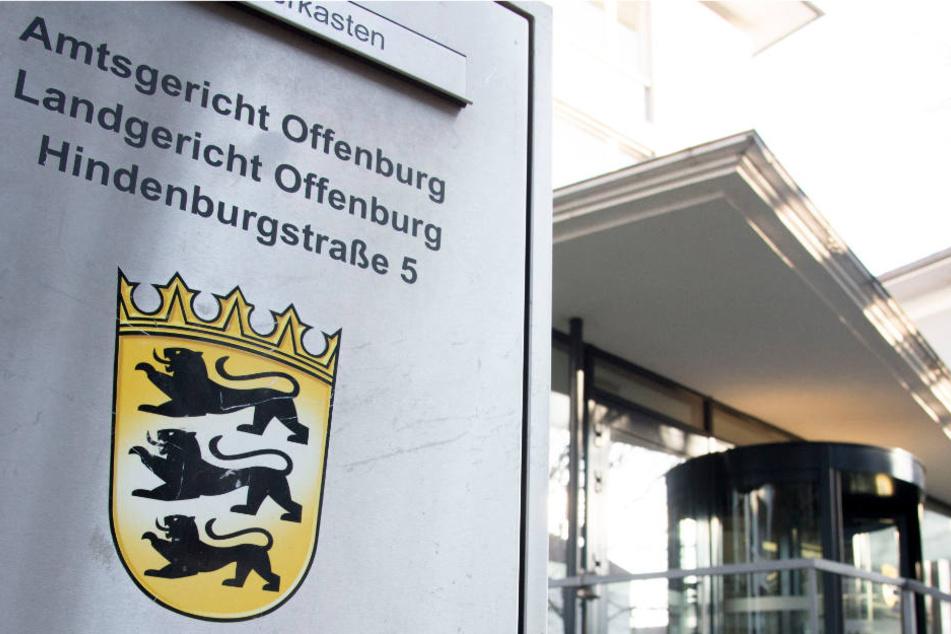 Wollte Altenpflegerin wegen 40 Euro Seniorin ersticken?
