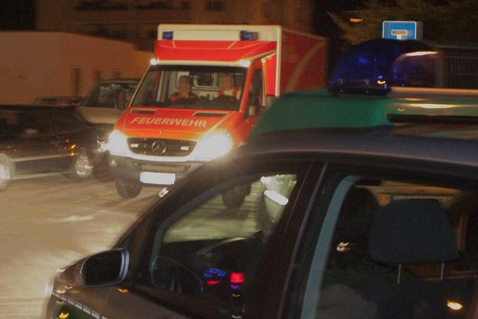 Polizei und Krankenwagen im Einsatz (Symbolbild).