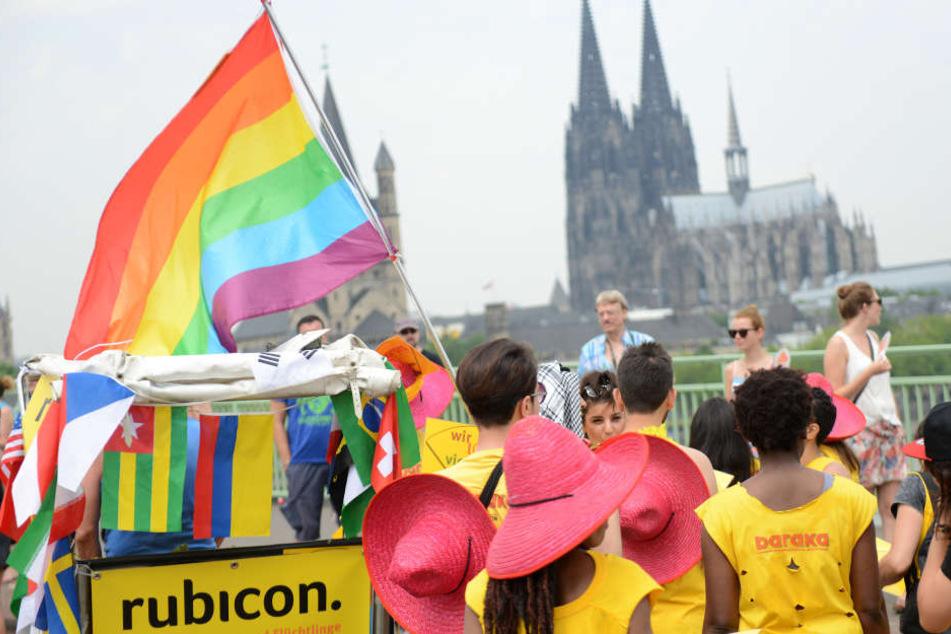Die CSD-Parade lockt jedes Jahr Hundertausende Menschen nach Köln (Archivbild).