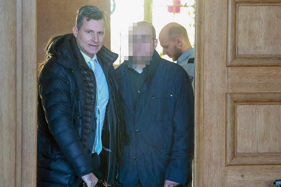 Anwalt Detlev Binder (li.) vertritt den Angeklagten im Spatenstiel-Prozess.