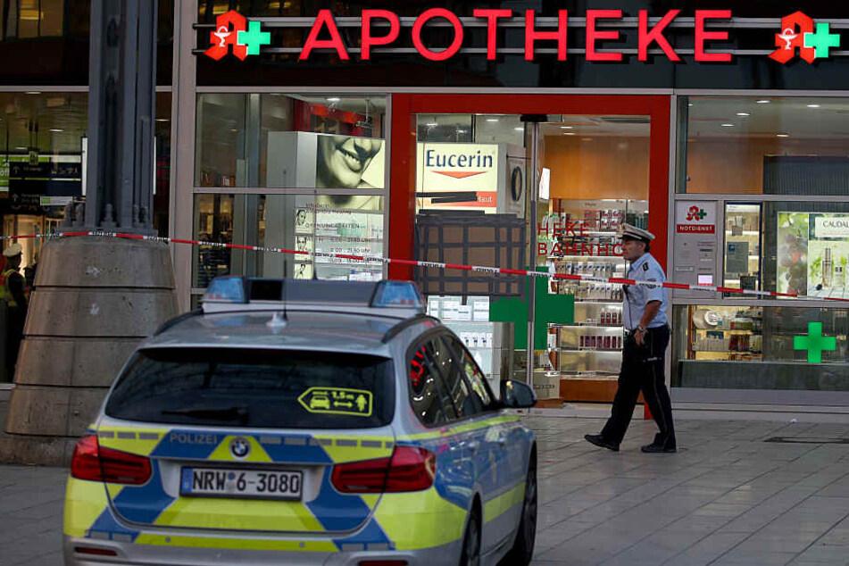 Nach der Geiselnahme in einer Apotheke im Kölner Hauptbahnhof prüft die Polizei einen Terror-Hintergrund.