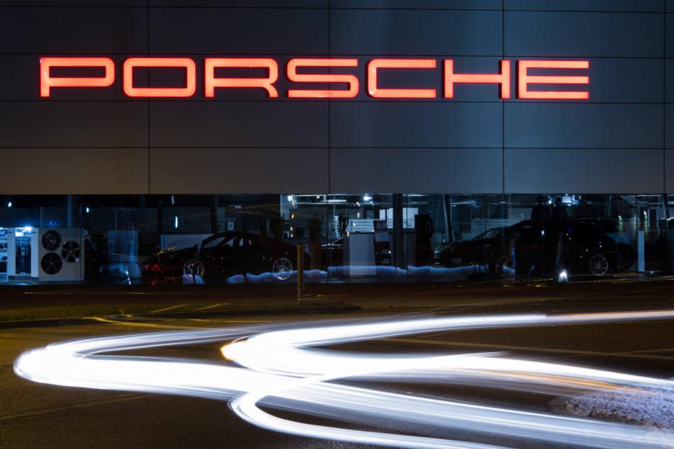 Das Porschezentrum in Stuttgart (Baden-Württemberg).