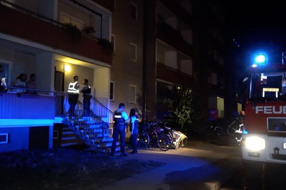 In diesem Plattenbau in Schönebeck bei Magdeburg hatte ein Kinderwagen im Keller gebrannt.