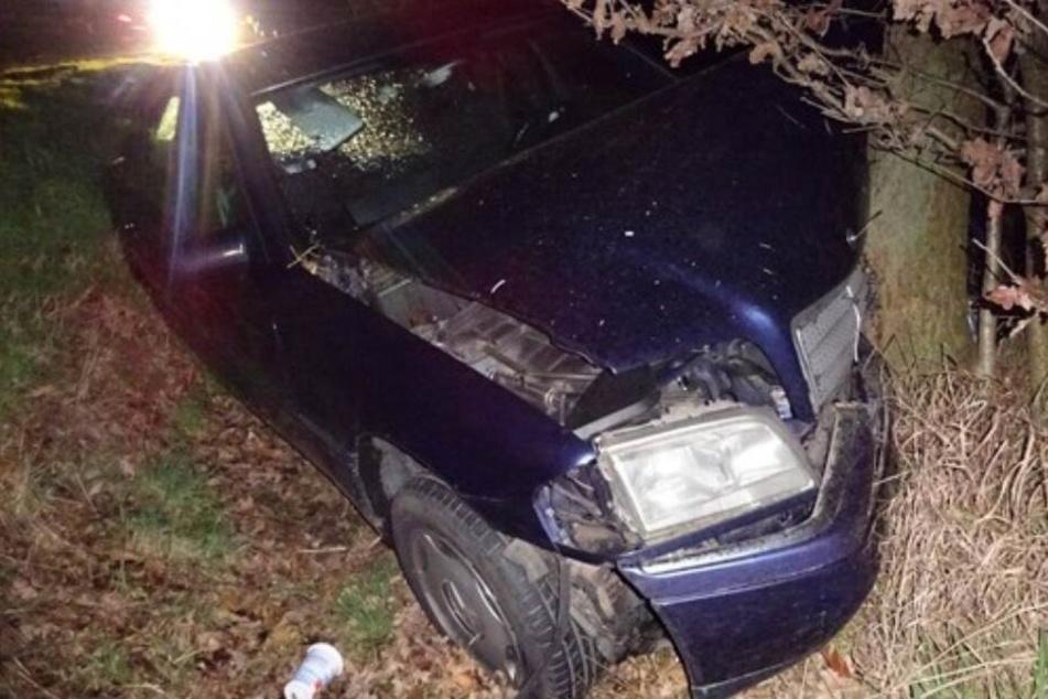 Der 34-Jährige krachte mit seinem Wagen in den Graben.