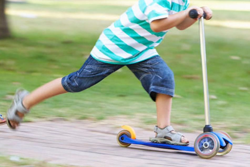 Ein Elfjähriger wurde bei einem Unfall mit seinem Tretroller schwer verletzt. (Symbolbild)
