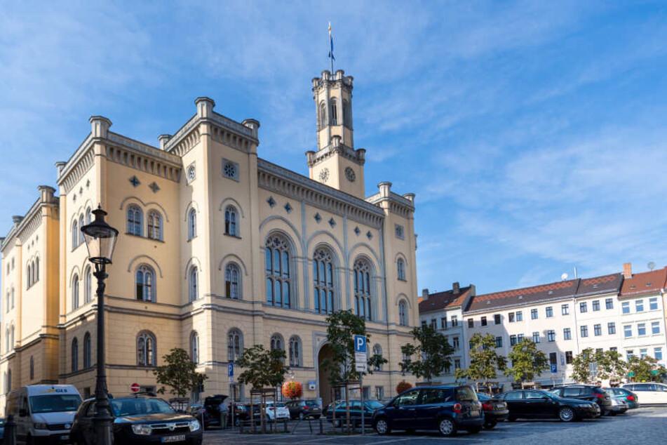 Blick auf das Zittauer Rathaus, das sich auf dem Marktplatz befindet (Archivbild).