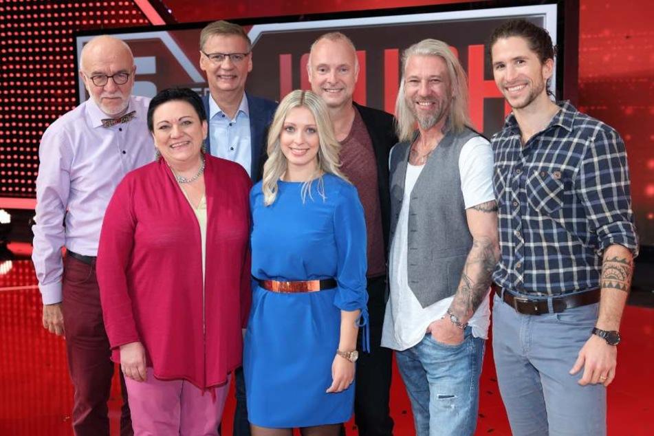 Das Team (v.l): Ernst Peter, Rosemarie, ich, Chris und Jan-Theo. Und hinter uns Günther Jauch und Frank Buschmann.