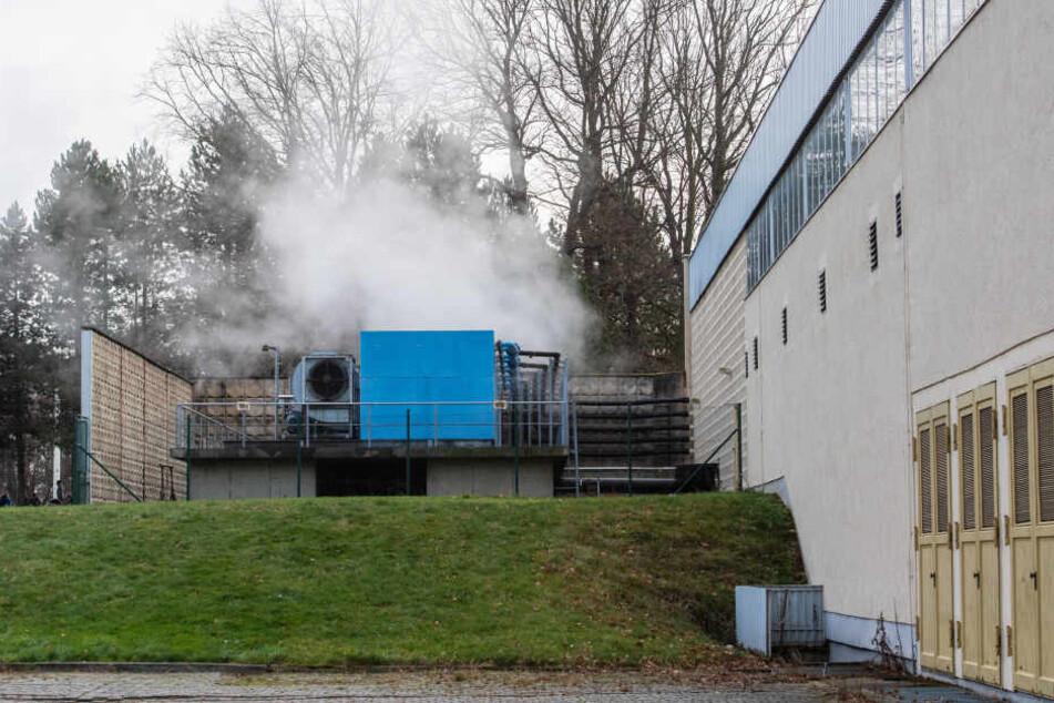 CDU/FDP machen sich für den Neubau einer Schwimmhalle im Küchwald stark. Die Abwärme der Kältemaschinen im Eisportkomplex könnte das Schwimmbad beheizen.