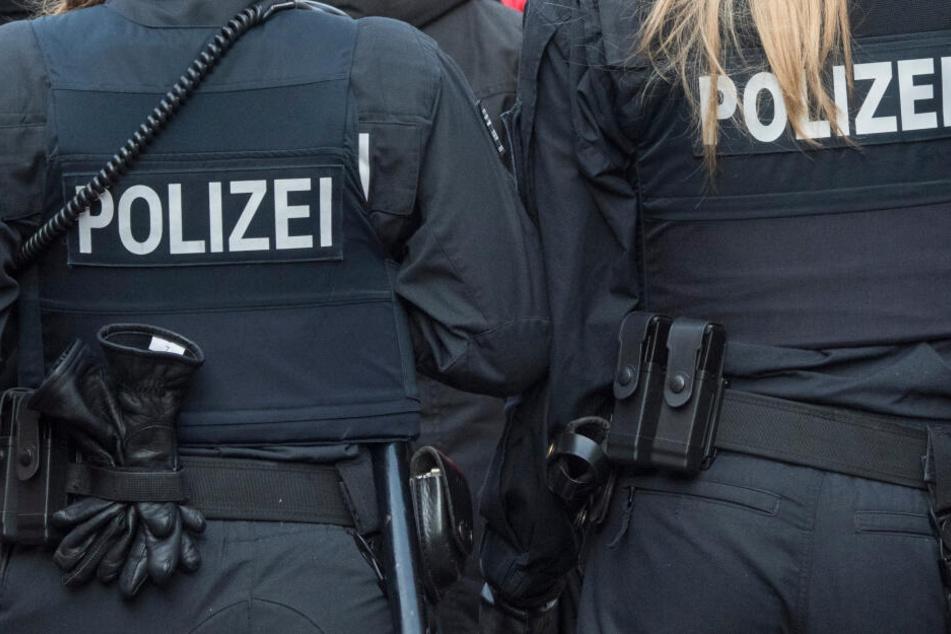 Polizei-Großeinsatz: Mann greift nach Streit mit Ex-Partnerin zu Axt und Machete