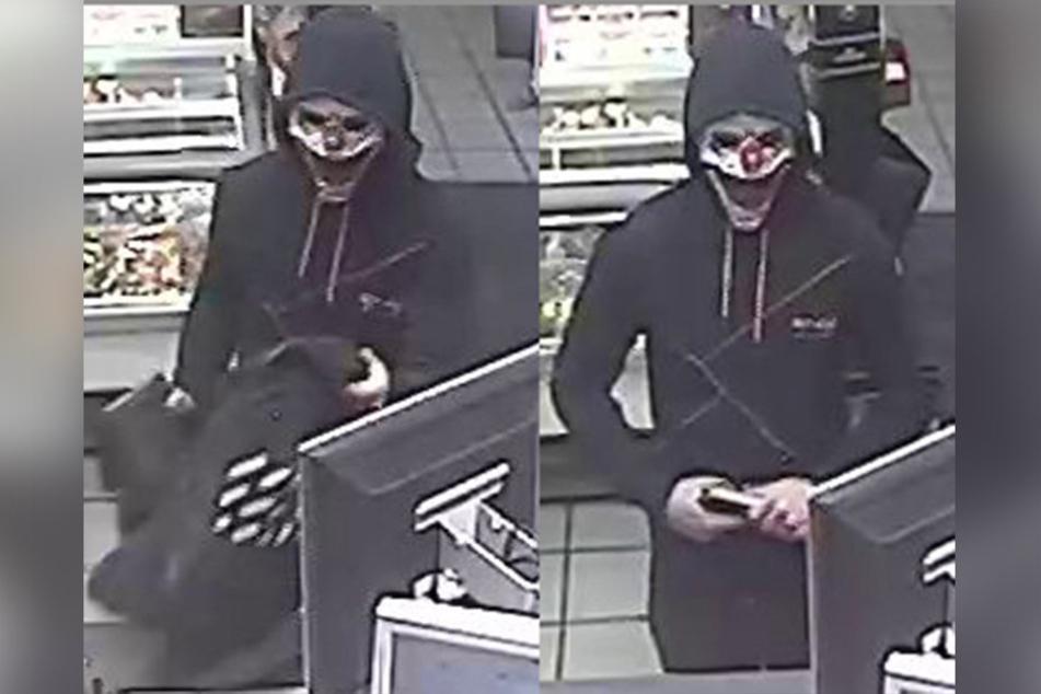 Mit einer Clowns-Maske vor dem Gesicht überfiel der Täter die Tankstelle.