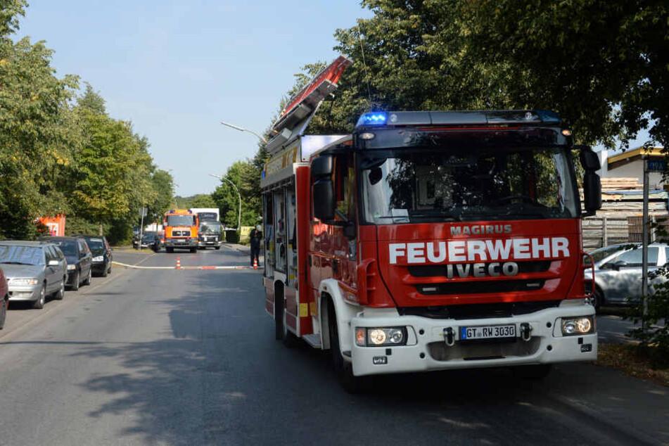 Die Zufahrtsstraße zum Gelände wurde von der Feuerwehr gesperrt.