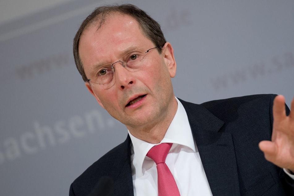 Sachsens Bauminister Markus Ulbig (CDU) hatte im Frühjahr eine Wohltat für Familien versprochen: Es gibt ein zinsgünstiges Darlehen, wenn man sich Wohneigentum schafft. Doch an Großfamilien hat man wohl eher nicht gedacht.