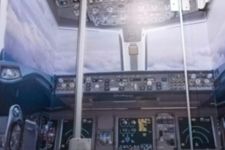Ein Blick aus dem Toiletten-Cockpit am Flughafen Köln/Bonn.