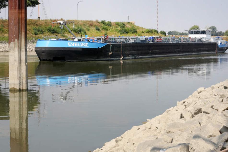 Die Schiffe auf dem Rhein können aufgrund des Wassermangels nicht mehr voll beladen fahren.
