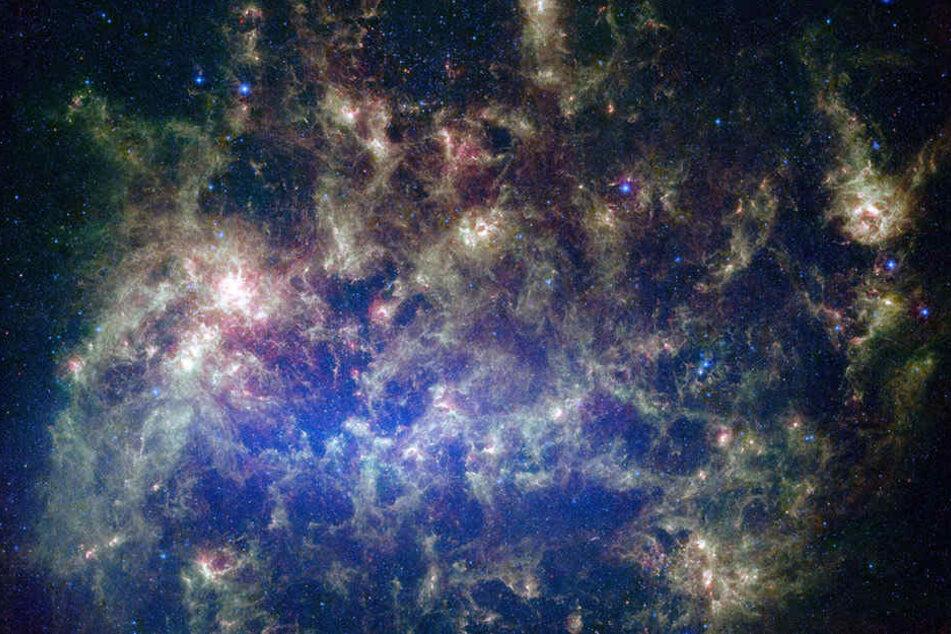 Dieses lebendige Bild des NASA-Spitzer-Weltraumteleskops zeigt die Große Magellansche Wolke, eine Satellitengalaxie unserer eigenen Milchstraße.