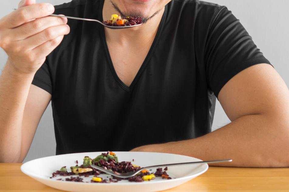Hungriger Kannibale: Mann köpft Frau und isst ihr Gehirn mit Reis