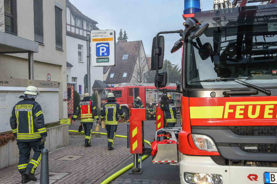 """Die Feuerwehr Bielefeld war mit einem Großaufgebot am """"Klösterchen""""."""