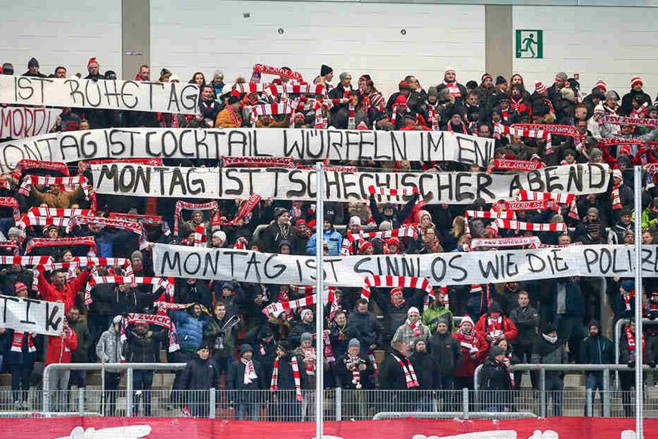 Die Zwickauer Fans protestierten auch beim Spiel gegen Großaspach, was der Stimmung natürlich nicht gut tat.