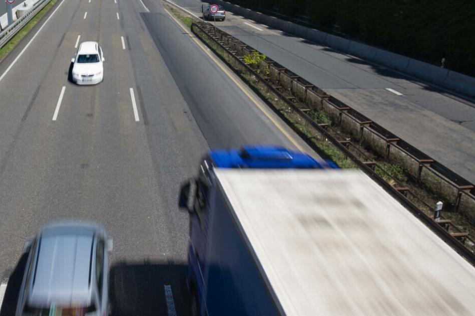 60 Kilometer lang fuhr der Rentner in falscher Richtung über die Auto. (Symbolbild)