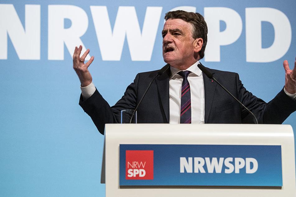 NRW-SPD-Chef Michael Groschek wettert gegen die AfD, die als dritte Kraft in den Bundestag einzieht.