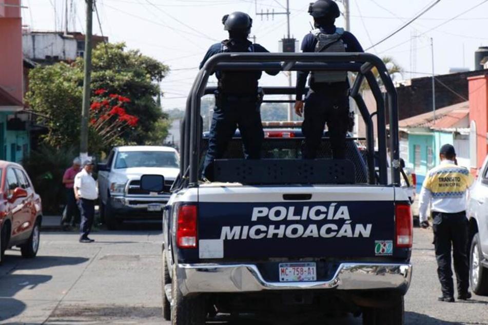 Einsatz in Uruapan: Die Leichen von mindestens 19 mutmaßlichen Opfern eines Kriegs zweier Drogenbanden sind in dieser mexikanischen Stadt entdeckt worden. Einige von ihnen hingen am frühen Morgen von einer Brücke.