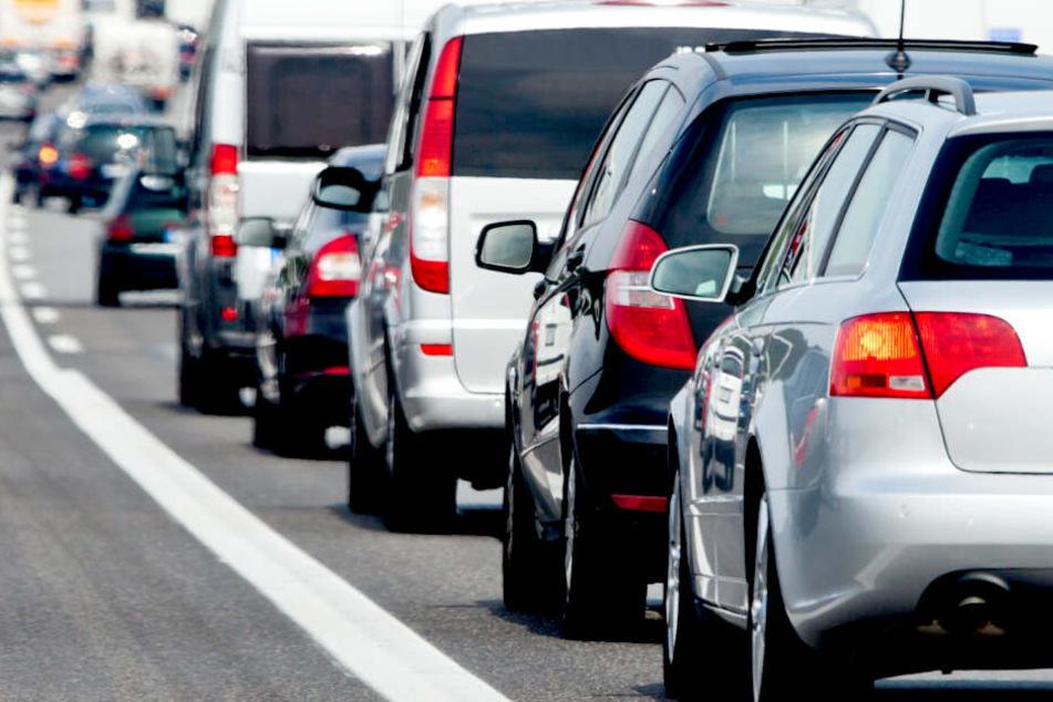 Rund 30 Kilometer Stau auf der A11! Stromkabel legt den Verkehr lahm