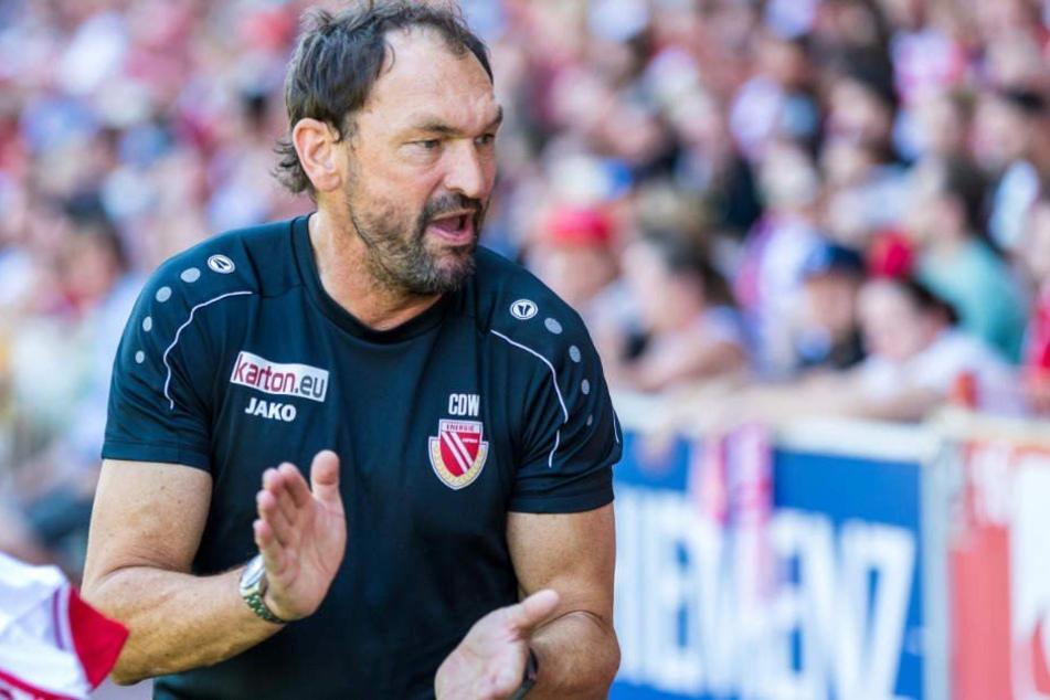"""Nach der neuerlichen Niederlage muss Energie-Trainer Claus-Dieter """"Pele"""" Wollitz (53) seine Jungs aufbauen. (Archivbild)"""