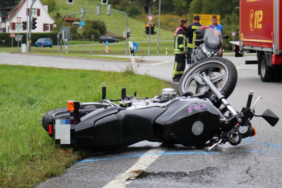 Der Fahrer des Motorrads wurde lebensgefährlich verletzt.