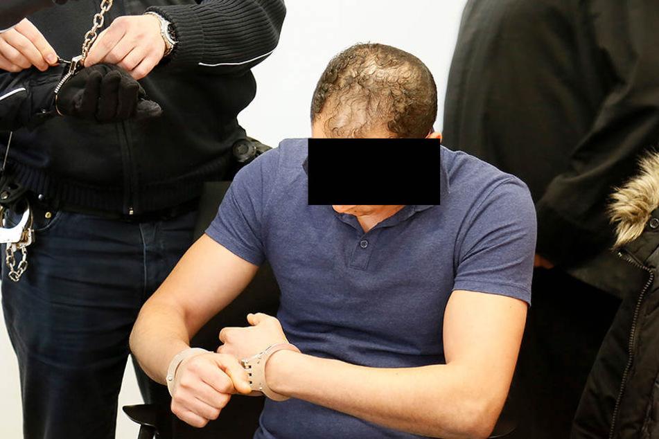Im Gericht trug Fahed K. noch Handschellen.