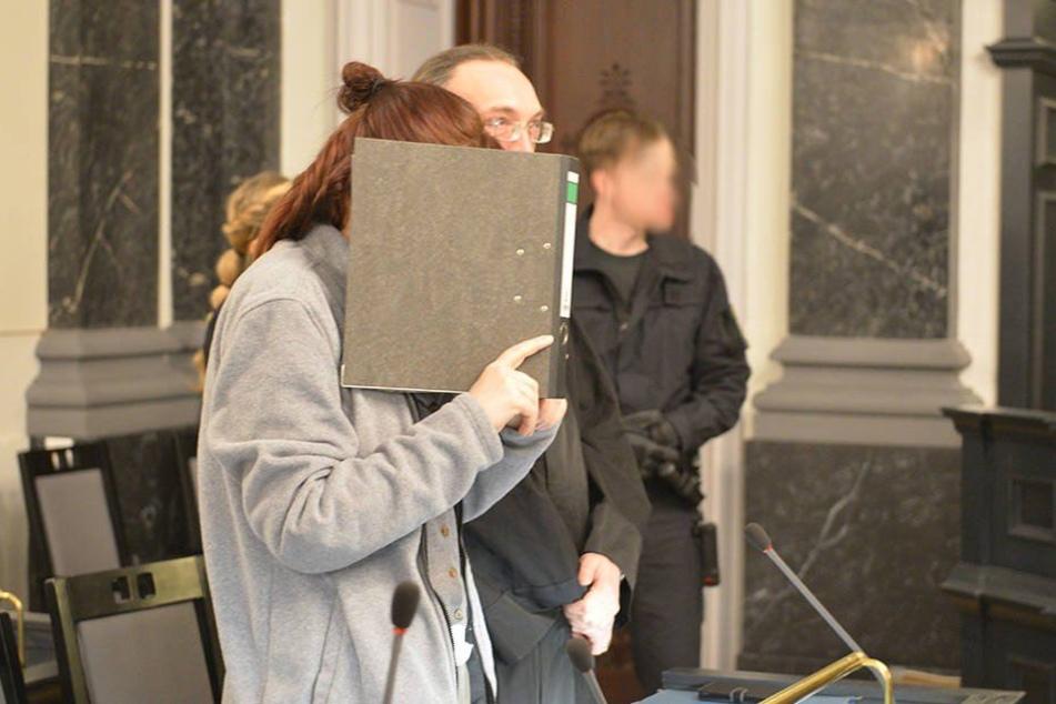 Anja G., die Mutter des toten Kindes Anfang März vor dem Landgericht Zwickau.