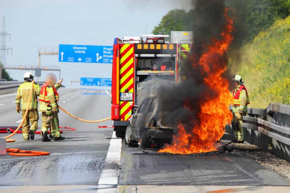 Die Mercedes-Benz C-Klasse stand komplett in Flammen.