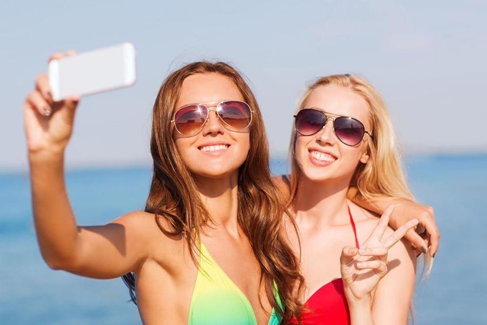 Auch Selfies sind künftig im Offenbacher Waldschwimmbad verboten.