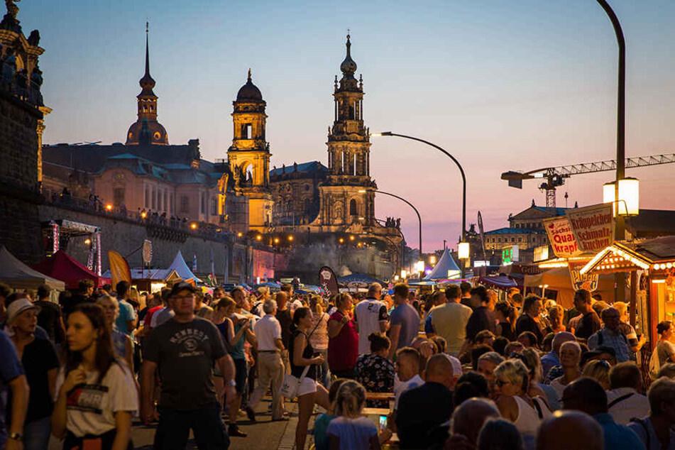 Feiern vor malerischer Kulisse: Das Canaletto-Stadtfest in Dresden.
