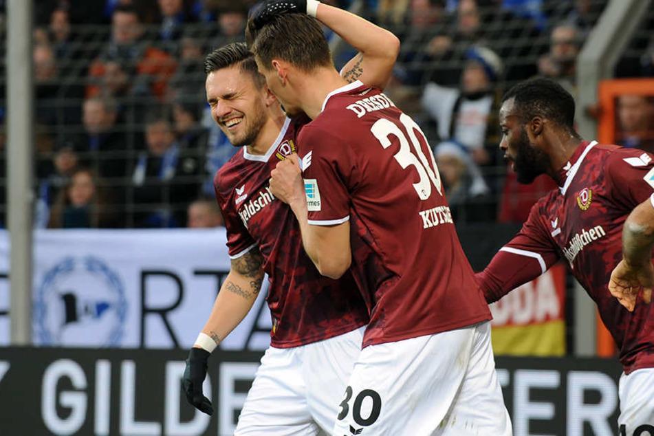Schöne Empfehlung:In Bielefeld durften Pascal Testroet (l.) und Stefan Kutschke gemeinsam stürmen.Prompt köpften beide Dynamo zum Sieg.