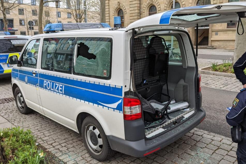 Dreist: Polizeiwagen mit Pflasterstein beworfen!