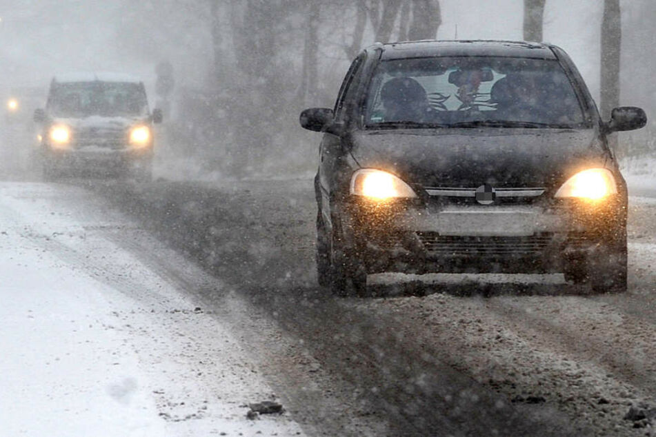 Die Autofahrer in Hessen müssen sich auf sehr schwierige Bedingungen einstellen (Symbolbild).