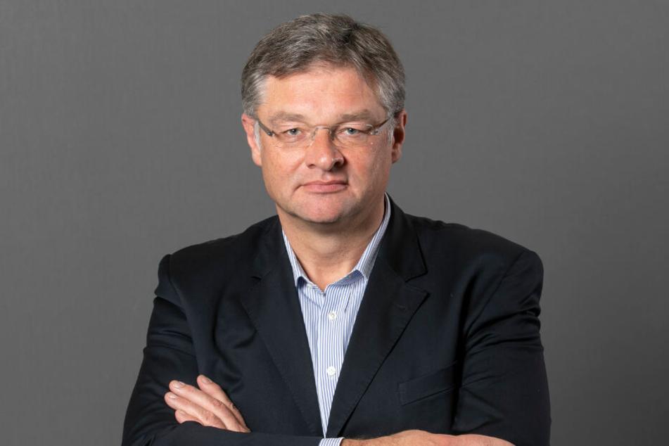 Der FDP-Fraktionsvorsitzende Holger Zastrow kritisiert die Ausgrenzung durch die vier Parteien.