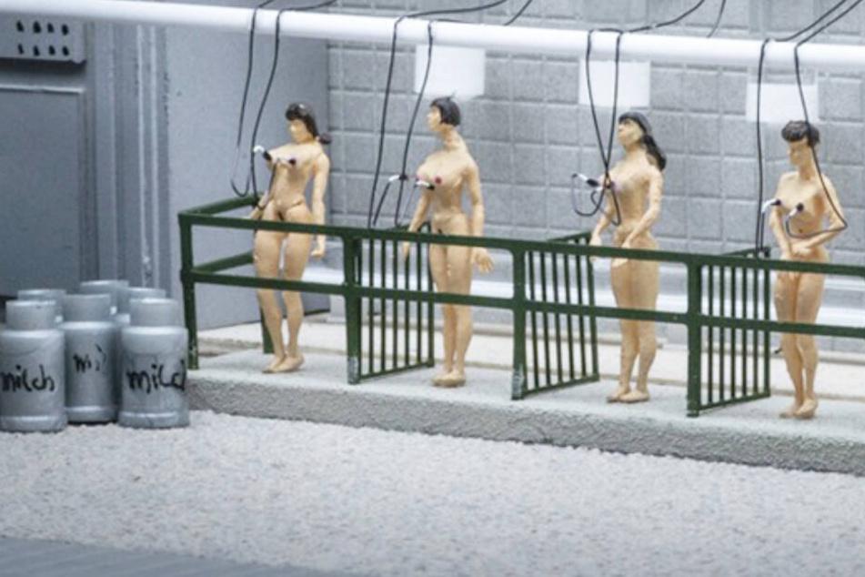 Hamburg: Maschine melkt Frauen: Miniatur Wunderland zeigt grausame Plakate