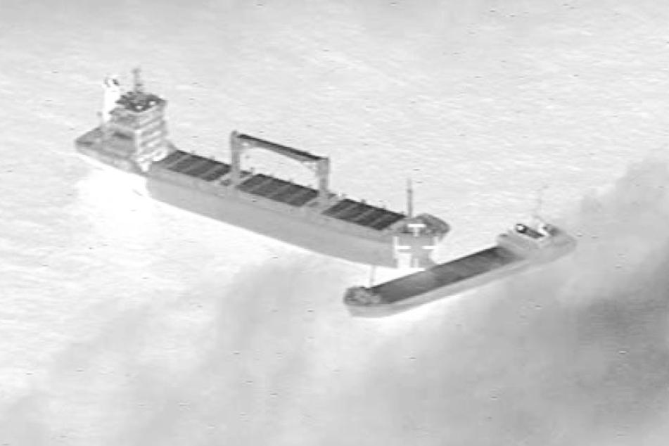 Der Frachter Paksoy 1 (links) hat das kleinere Schiff Eems Cobalt gerammt.