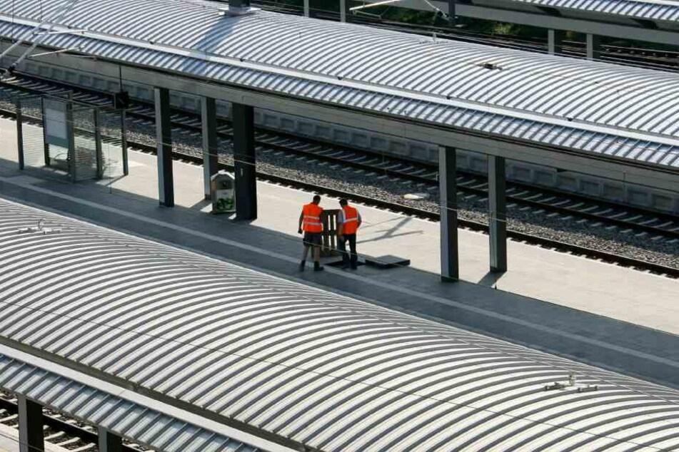 Hintergrund der Zugausfälle sind Arbeiten an der Leit- und Sicherungstechnik. (Symbolbild)