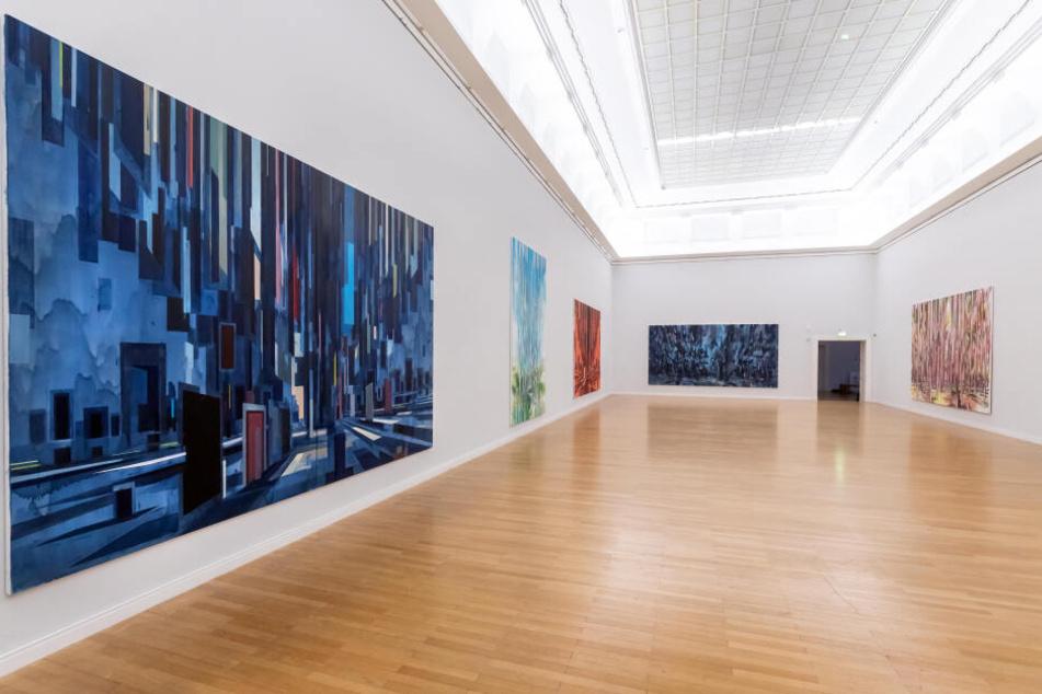 """Im Museum am Theaterplatz hängen schon die ersten Bilder für die neue Ausstellung """"Splitter"""", die am Sonntag öffnet."""
