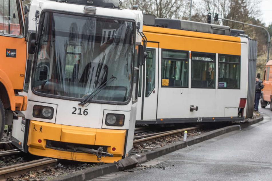 Nach Straßenbahn-Unfall mit 29 Verletzten: Darum entgleiste die Tram