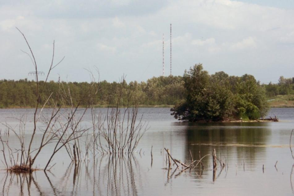 Am Donnerstag fanden Polizeitaucher die Leiche einer Frau im Werbener See bei Pegau.
