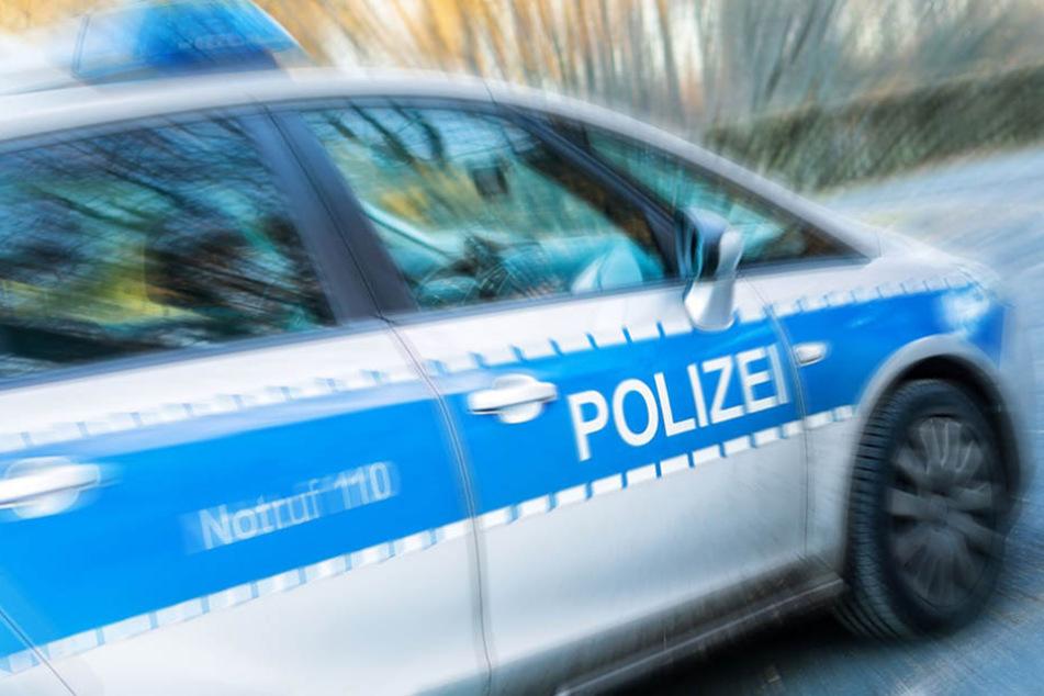 Der Raser stellte sich nur wenige Stunden nach dem Unfall der Polizei und musste den Führerschein abgeben. (Symbolbild)